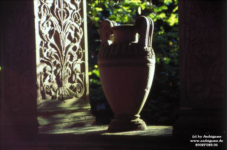 Urn in evening's light - Photo by Andrigamo