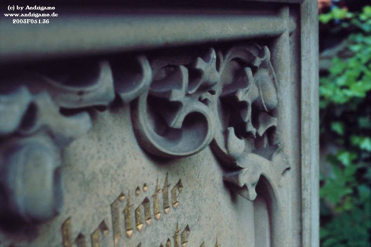 Detail of a grave - Photo by Andrigamo